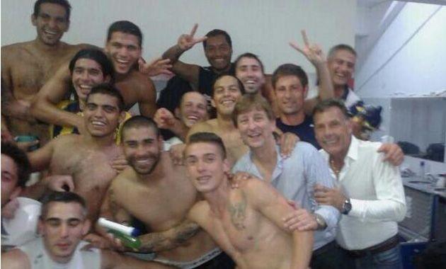 La foto que el uruguayo subió a Twitter en la que hacen alusión a los dos clásicos ganados desde que regresó a primera.