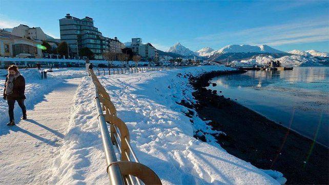 Ushuaia se cubrió de blanco por la caída de una intensa nevada.