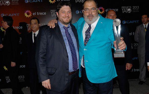 A la cabeza. Jorge Lanata disfruta junto a su compañero Nicolás Wiñaski el premio mayor de la noche.