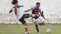 Vuelve al once. El Mono Saucedo ingresa por Agustín Biñale en el lateral izquierdo. El charrúa quiere seguir encumbrado en la Primera C.
