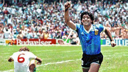 Maradona festejando el Gol del Siglo. Ya pasaron 35 años.