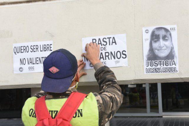 En la pesquisa por el crimen de Lorena hubo marchas en el Centro de Justicia Penal.