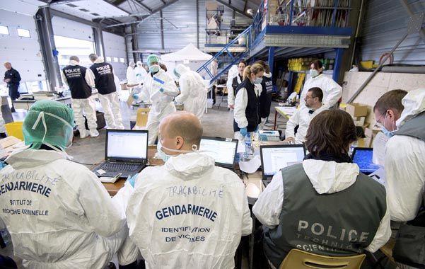 investigado por expertos. Gendarmes y policías franceses buscan las causas del accidente en los Alpes.