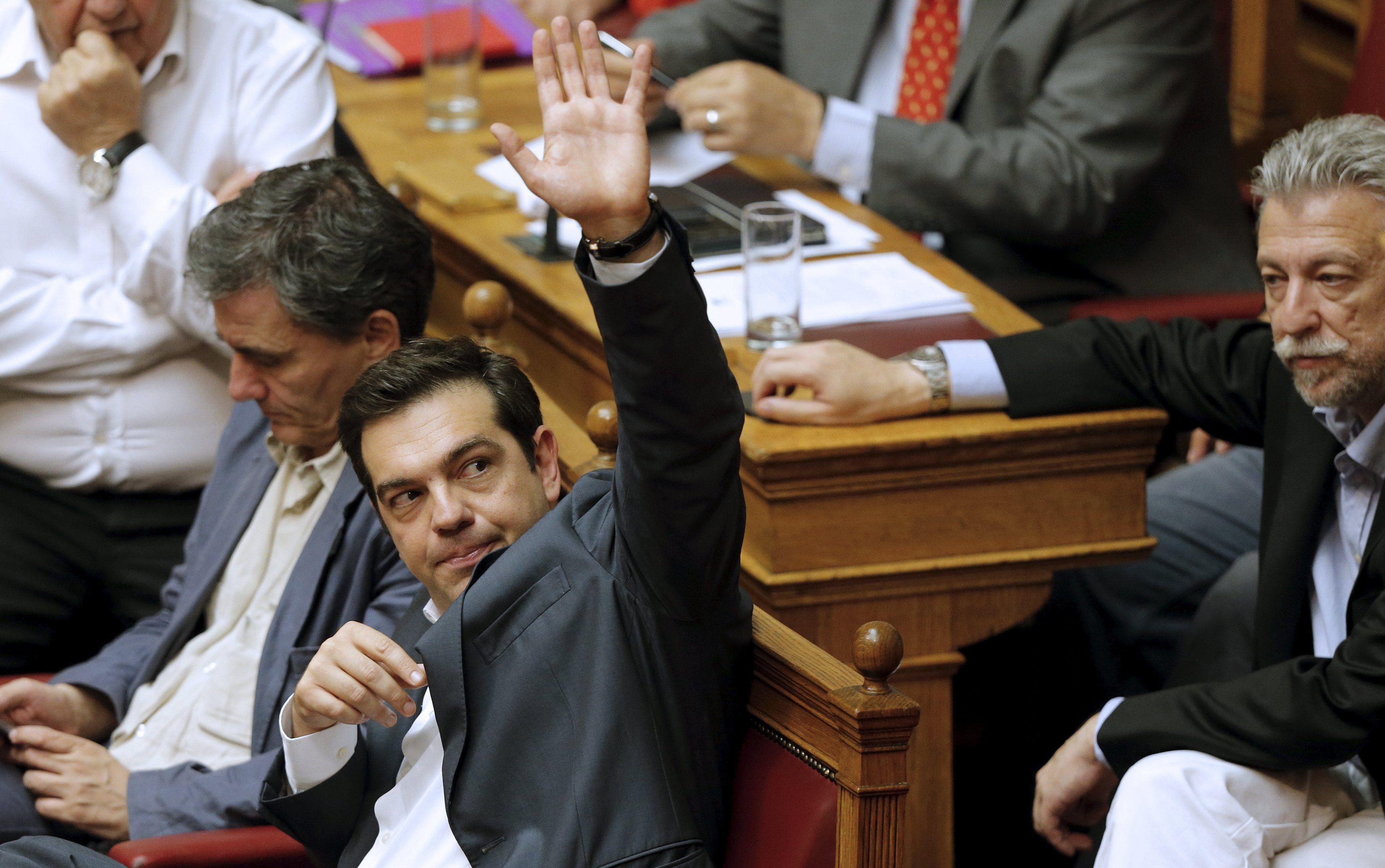 Arduo debate. El premier Tsipras aseguró que se vio forzado a adoptar el acuerdo con los acreedores externos.