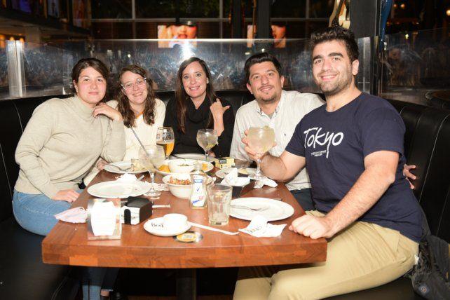 Virginia Campodonico, Victoria Timirello, Nadia Sotomayor, Alejandro Spaggiari y Gaston Gori.