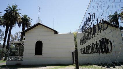 El Museo de la Ciudad inaugura una nueva obra en el cartel donde figura su nombre.