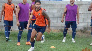 José Nicolás Vizcarra fue tentado para vestir la camiseta de la entidad de barrio Tablada y tiene todo arreglado con el club para convertirse en una de las incorporaciones del nuevo equipo charrúa.