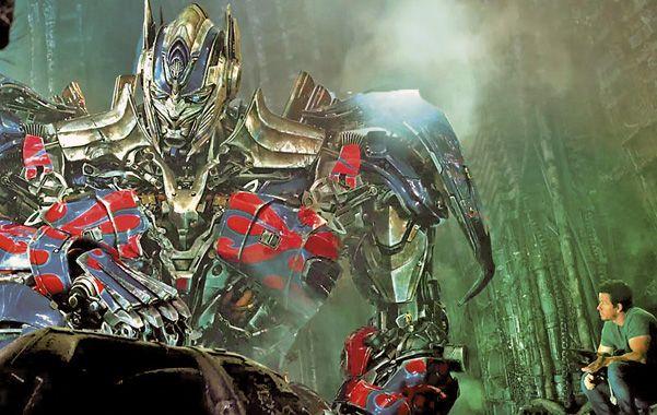 Monstruos de metal. Los autobots y de los decepticons volverán a enfrentarse cuando un error humano desencadene un conflicto planetario.