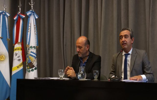 Conferencia de prensa. El intendente Pablo Javkin y su secretario de Salud