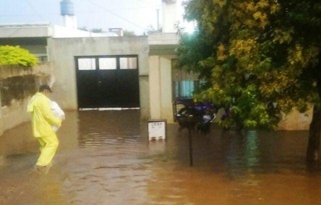Venado Tuerto bajo agua: varios barrios inundados y casi 80 evacuados