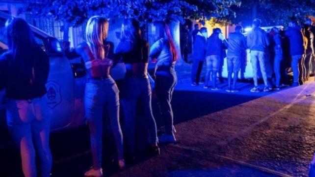 Más de un centenar de personas participaron de la fiesta clandestina desbaratada por la policía.