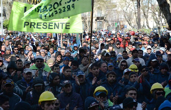 Gremios y organizaciones sociales recibirán a Macri con un rosario de protestas