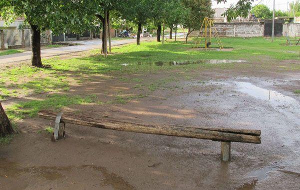Sentados. Matías Cano y dos amigos estaban sobre un tronco cuando lo mataron.
