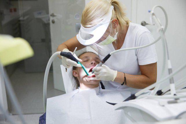 El número de consultas por piezas dentales rotas creció en forma dramática desde que comenzó la pandemia de coronavirus.
