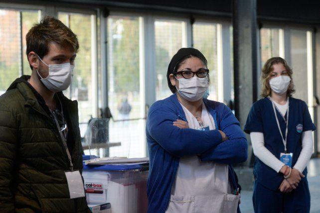 Equipo 6. Angela y Valentino, una de las duplas que saldrá a vacunar en dos instituciones en el centro y sur de la ciudad.