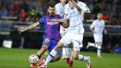 Agüero entró por el neerlandés Memphis Depay (75) y disputó su segundo partido oficial con Barcelona.