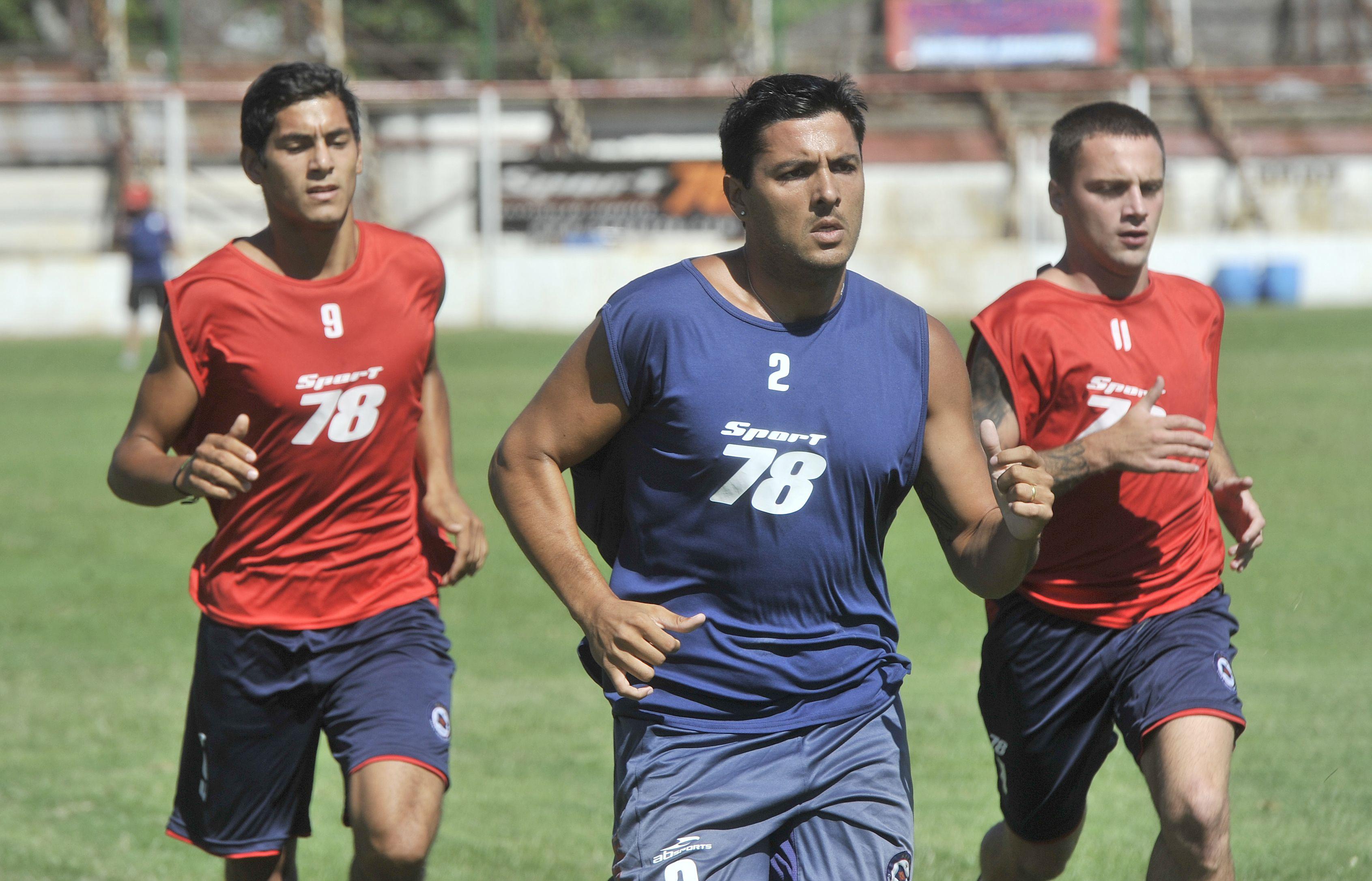Cumplió. Cristián Cuffaro Russo fue uno de los puntos altos en el debut de los charrúas con goleada ante Argentino de Merlo. (Leonardo Vincenti)