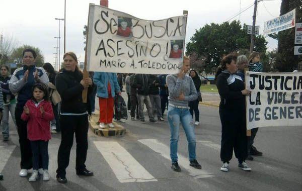 Rosalía Benítez encabezó el lunes una manifestación en Tribunales para que la Justicia no le otorgue el beneficio a su agresor. (Foto Archivo)