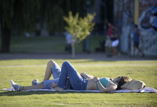 El buen tiempo invita a tomar un descanso al sol.