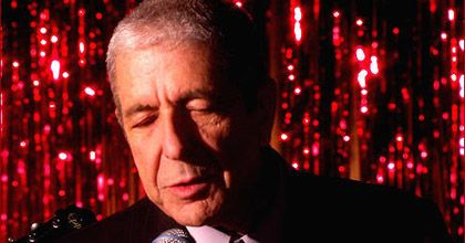 El cantante Leonard Cohen sufrió un desmayo durante un recital en Valencia