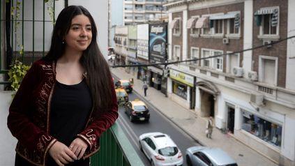 La joven conversa desde Rosario con chicos y chicas de distintas partes del país y del exterior.