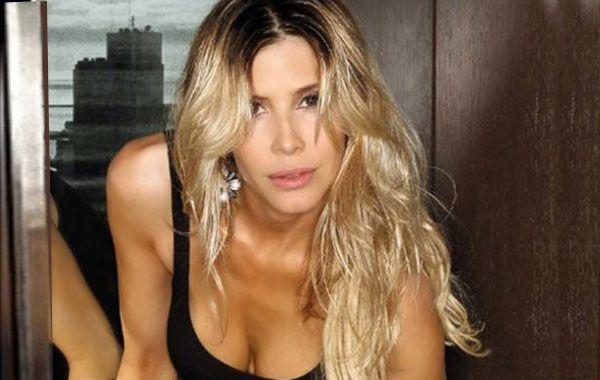 La modelo y actriz destacó que se siente cómoda con esa manera de llevar la relación.
