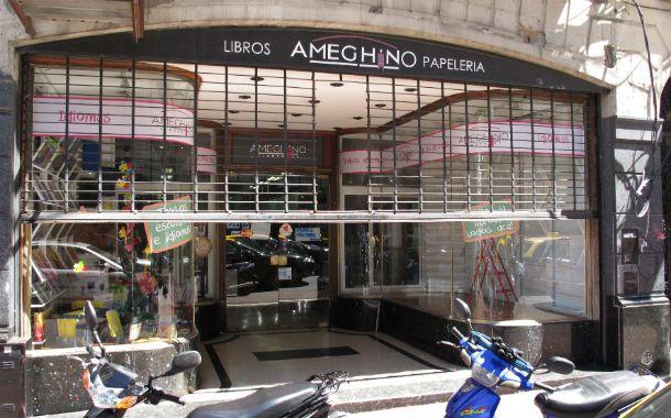 """Adiós a un clásico. La tradicional librería de Corrientes 868 bajó la persiana por una """"decisión familiar"""" de sus dueños."""