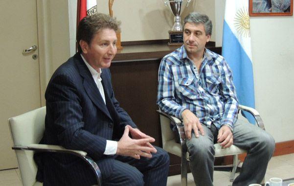 En Roldán. Ghirardi entregó a Pedretti fondos para maquinaria.