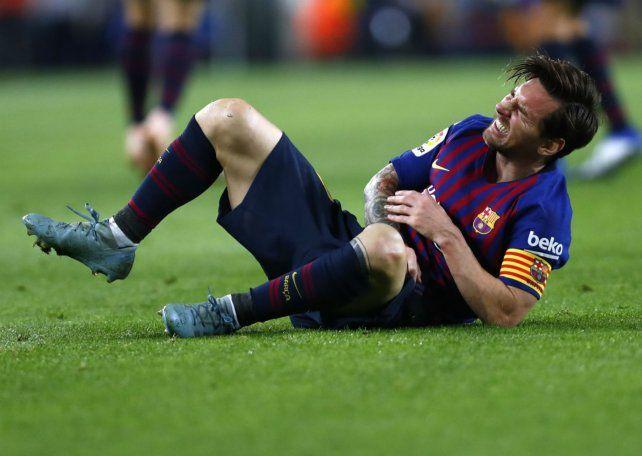 Mucho dolor. Los gestos de Messi no dejan lugar a dudas