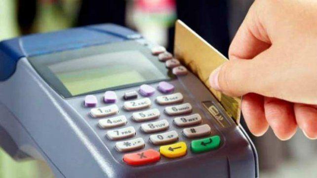 Prohíben exigir el pago de gastos con tarjeta impugnados