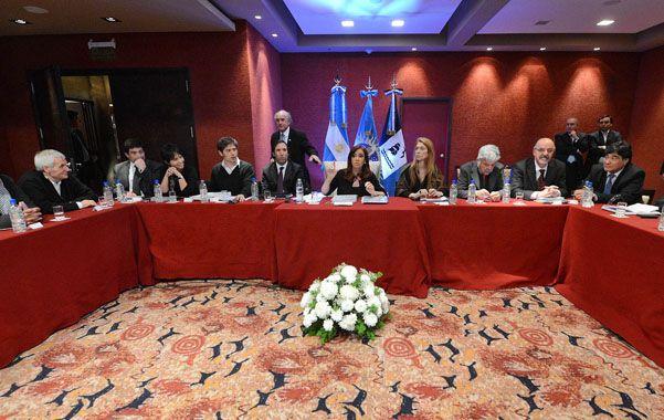 Diálogo. La presidenta habló durante tres horas con los representantes de entidades empresarias y sindicales.