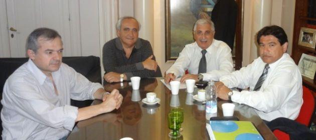 Directivos de la Empresaria y el secretario de Seguridad durante la reunión de ayer.