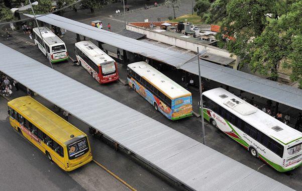 Orden. En la plaza Sarmiento se proyecta eliminar la dársena interna en la que paran los ómnibus interurbanos y sumar ese espacio para uso público.
