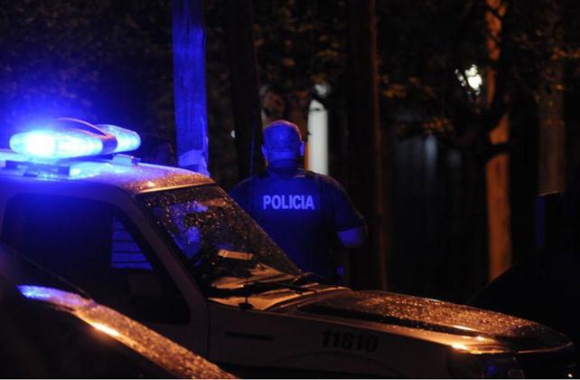 Un policía mató a tiros a su pareja y luego se suicidó