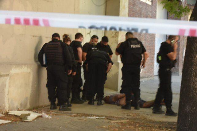 Un policía de la Federal robó una estación de servicio en el macrocentro y quiso escapar a los tiros