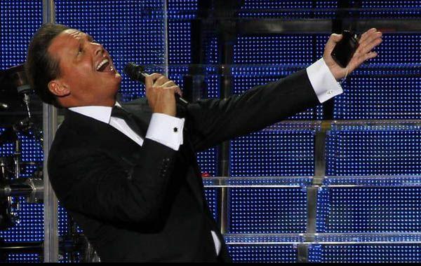 El cantante mexicano tuvo una noche íntima en el predio de La Rural