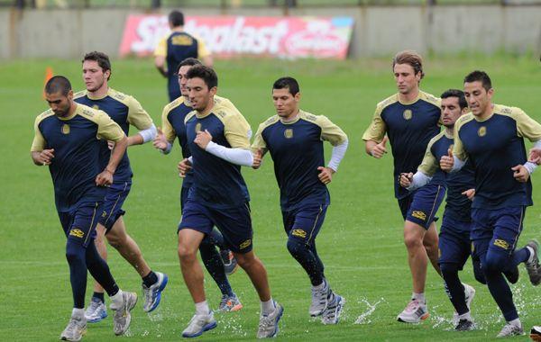 Peppino encabeza la fila junto a Méndez. El defensor sería titular.