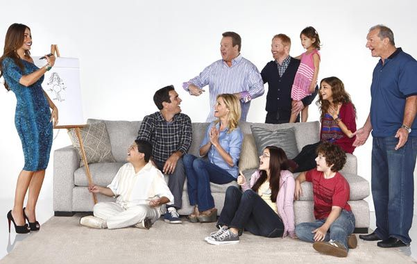Una familia moderna cruzada por diferencias generacionales y culturales.