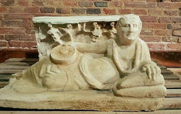 Extraordinario. Uno de los sarcófagos hallados revela una exquisita factura en piedra alabastro.