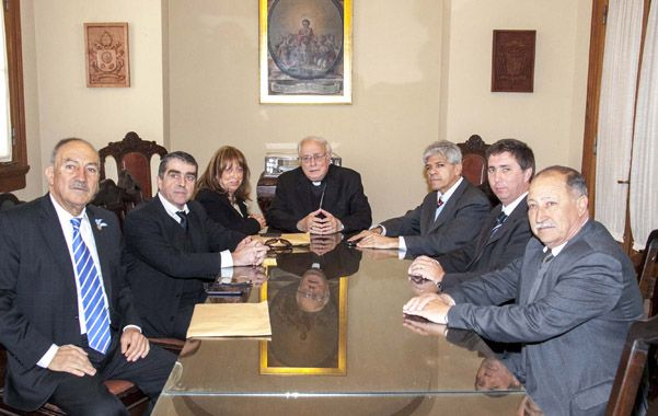 Los senadores provinciales del PJ fueron recibidos en la sede del Arzobispado de Santa Fe por su titular y presidente de la Conferencia Episcopal Argentina