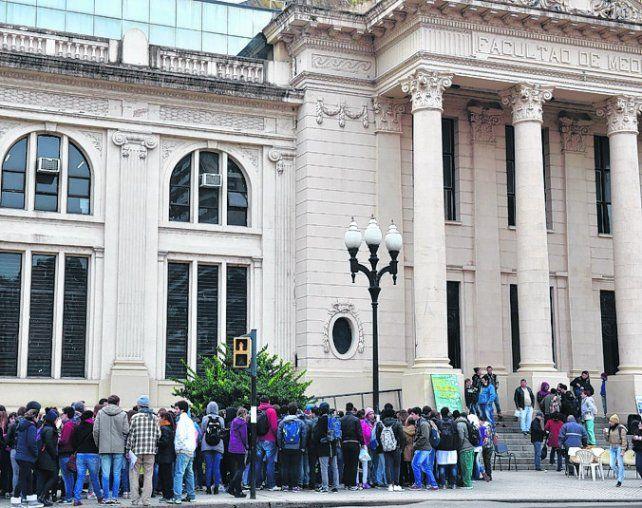 protesta. Los alumnos reclamaron ayer por un comedor universitario.