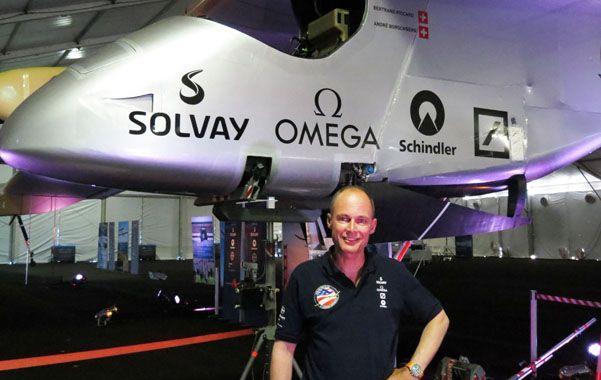 Pionero. Bertrand Piccard delante de su avión Solar Impulse.
