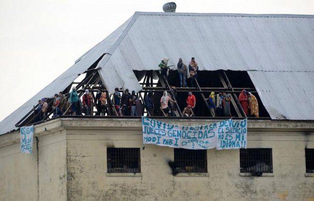 Revuelta. Los reclusos rompieron los techos del penal.