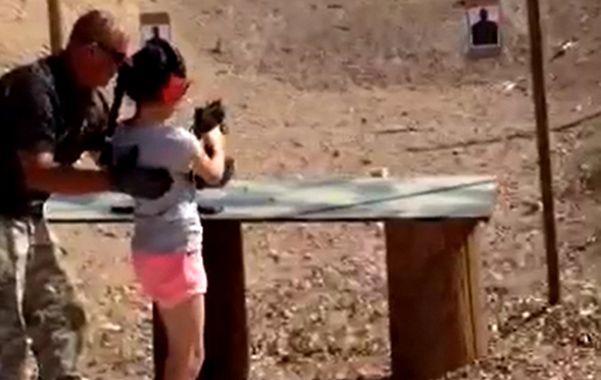 Horror en Arizona: una nena mató por accidente a su instructor de tiro
