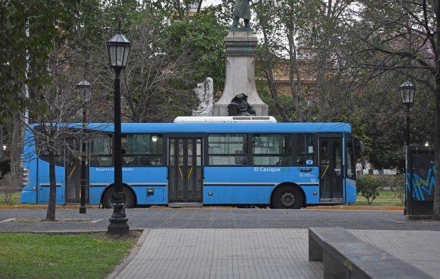 A la busqueda de pasajeros. El rediseño propone que la fusión de líneas y recorridos opitimice el servicio de colectivos para sumar viajes.