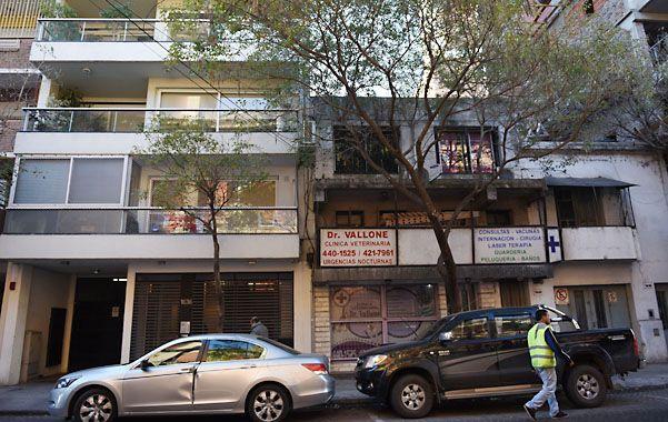Casas vecinas. A través de un obrador y una terraza accedieron al edificio.