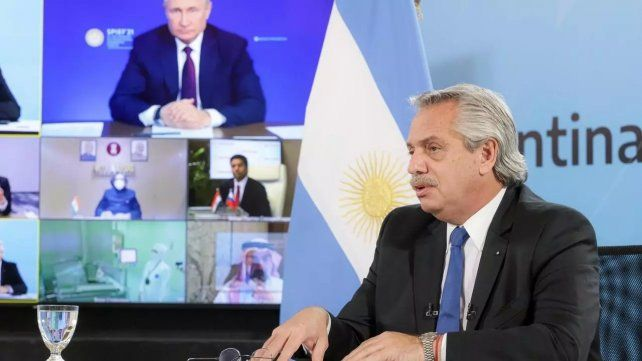 El presidente Alberto Fernández en conferencia virtual con Vladimir Putin el 4 de junio pasado.