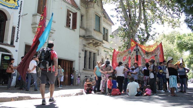Marcha. Los manifestantes pasaron por la Fiscalía de Homicidios Dolosos.