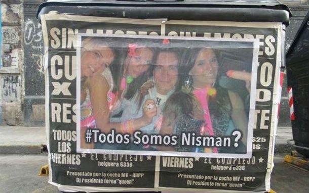 Causa embarrada. Aparecieron afiches con fotos privadas de Nisman.
