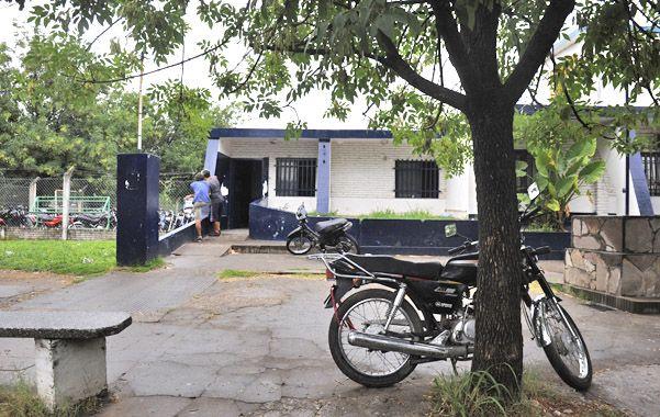En la seccional. La 26ª investigó el crimen tras el llamado de los vecinos. (foto: Celina Mutti Lovera)